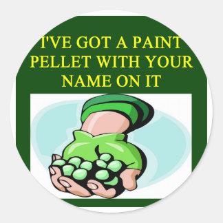 un diseño divertido de Paintball Etiquetas Redondas