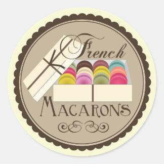 Un docena franceses Macarons en una caja de regalo Pegatina Redonda