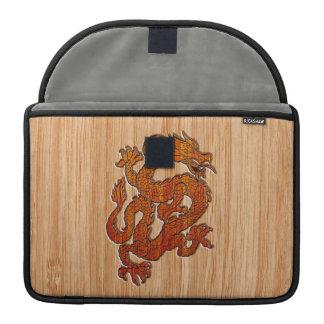 Un dragón en bambú funda para macbook pro