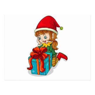 Un duende al lado de un regalo postal