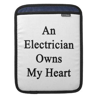 Un electricista posee mi corazón fundas para iPads