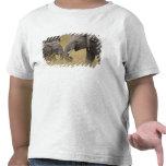 Un elefante africano que pasta en los campos del camiseta