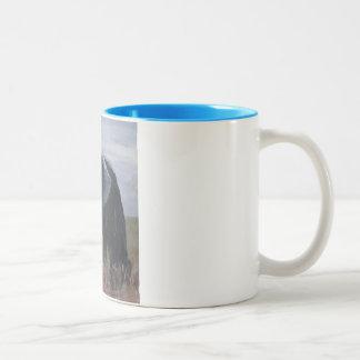 """Un elefante de granuja"" taza de dos tonos"
