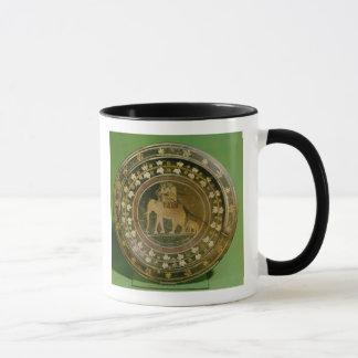 Un elefante usado en guerra contra taza