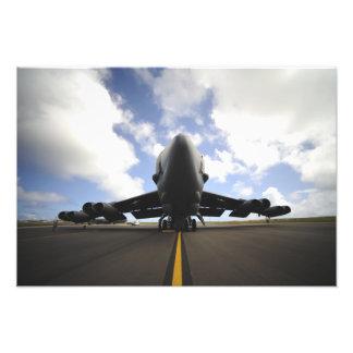 Un equipo de mantenimiento de la fuerza aérea de l arte con fotos