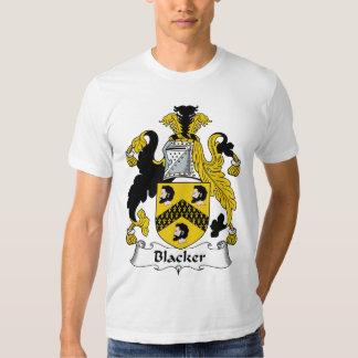 Un escudo más negro de la familia camisas
