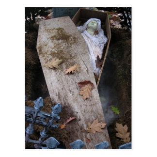 Un espíritu necrófago grave el Halloween - Tarjeta Postal