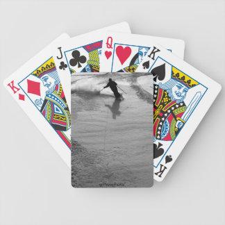 Un esquiador consigue algún polvo fresco, pared de cartas de juego