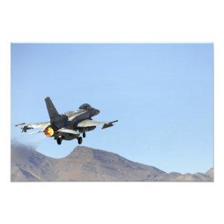 Un F-16E de los United Arab Emirates Arte Con Fotos