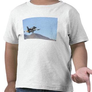 Un F-16E de los United Arab Emirates Camisetas