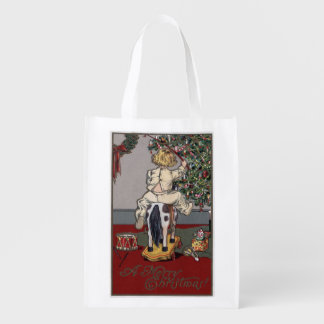 Un feliz ChristmasKid en un caballo mecedora Bolsas De La Compra