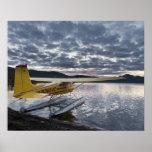 Un floatplane en el lago escénico 2 Takahula Póster