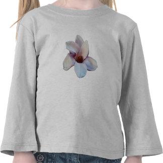 Un flor de la magnolia camisetas