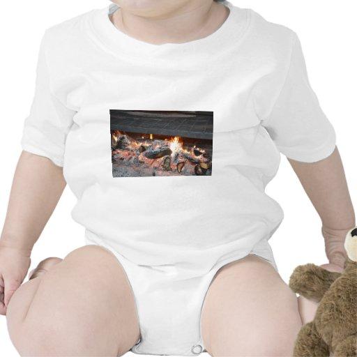 Un fuego del chisporroteo trajes de bebé