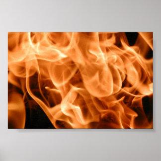 Un fuego llameante cada vez mayor póster