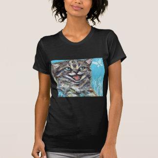 Un gatito feliz camiseta