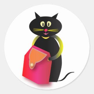 Un gato impresionante y su bolso pegatina redonda