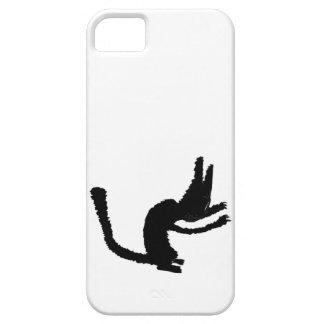 Un gato negro muestra sus garras iPhone 5 carcasa