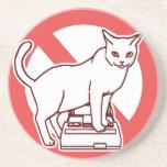 Un gato reajusta un ordenador en Japón Posavasos Diseño