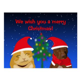 Un gato y un perro, saludo de Navidad con un árbol Tarjetas Postales