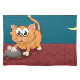 Un gato y una rata en el tejado mantel individual