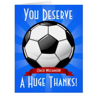 Un gigante grande del balón de fútbol le agradece tarjeta de felicitación grande