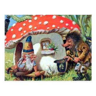 Un gnomo que vive en una cabaña de la seta postales