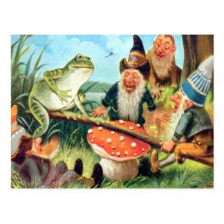 Un gnomo y una rana en una oscilación de la seta tarjeta postal