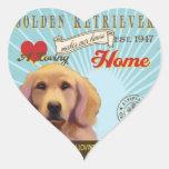Un golden retriever cariñoso hace nuestro hogar de calcomanía de corazón personalizadas