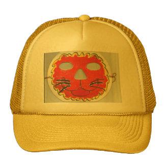 Un gorra impresionante con una cara del león