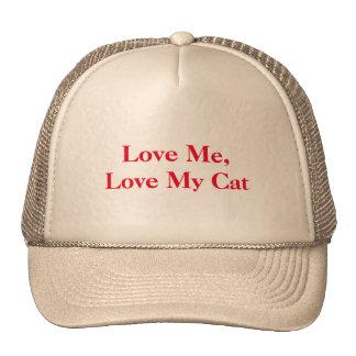 "Un gorra que proclama: ""Ámeme, aman mi gato. """