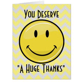 Un gran gigante grande de la sonrisa le agradece felicitaciones