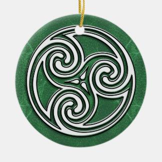 Un gran ornamento céltico o irlandés de la foto adorno redondo de cerámica