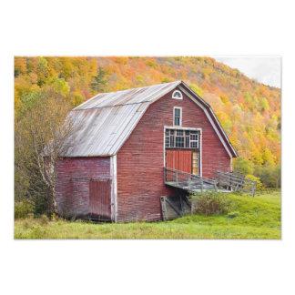 Un granero en las montañas verdes de Vermont. Hanc Cojinete