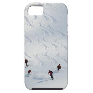 Un grupo de esquiadores backcountry sigue su guía funda para iPhone 5 tough