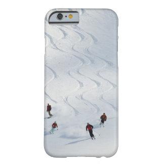 Un grupo de esquiadores backcountry sigue su guía funda barely there iPhone 6