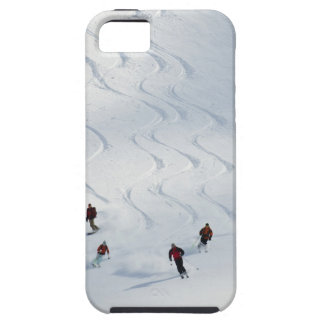 Un grupo de esquiadores backcountry sigue su guía funda para iPhone SE/5/5s
