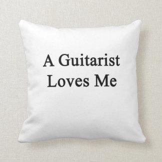 Un guitarrista me ama cojín