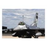 Un halcón que lucha F-16 Cojinete