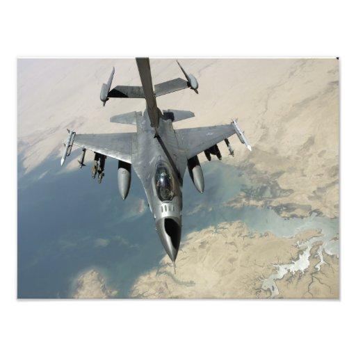 Un halcón que lucha F-16 reaprovisiona de Fotografías