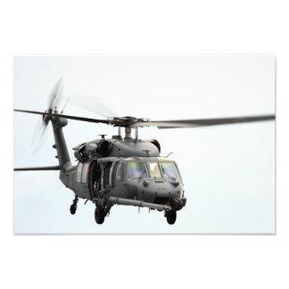 Un HH-60 pavimenta el helicóptero del halcón Cojinete