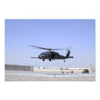 Un HH-60G pavimenta el halcón que saca del campo Fotografía