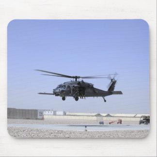 Un HH-60G pavimenta el halcón que saca del campo Tapetes De Ratones