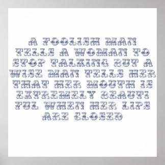 Un hombre absurdo dice a una mujer parar el hablar poster
