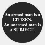 Un hombre armado es un CIUDADANO. Un hombre Pegatina Redonda