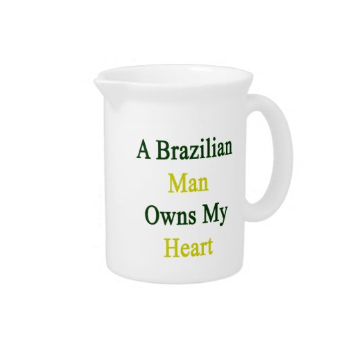 Un hombre brasileño posee mi corazón jarra de beber