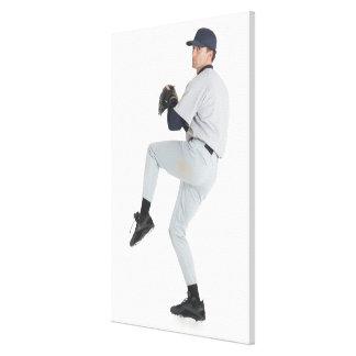 un hombre caucásico que lleva un uniforme blanco d lona estirada galerias