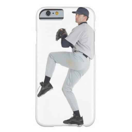 un hombre caucásico que lleva un uniforme blanco funda barely there iPhone 6