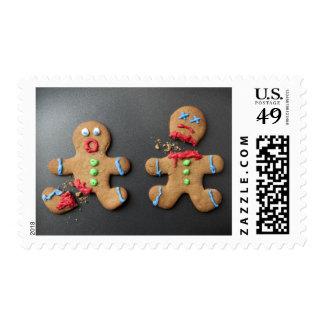 Un hombre de pan de jengibre chocado con la pierna sellos postales