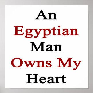 Un hombre egipcio posee mi corazón póster